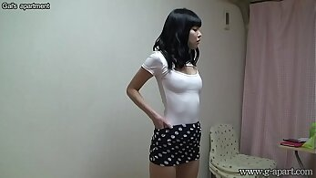Japanese Girl Yurina take off undergarments and wear bikini